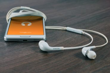 6 Advantages of Audio Content Marketing to Grow Your Audience